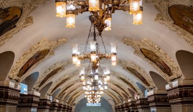 Moscow metro stations: most beautiful ones & how to use Moscow metro